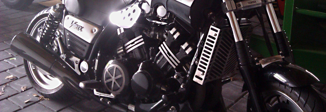 Test Bike 1997 Yamaha V-Max (Black Max)